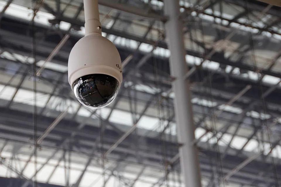停车场事故频频,AI 达人将摄像头变身安全卫士